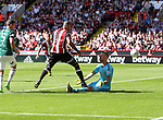 Leon Clarke of Sheffield Utd in action with Daniel Bentley of Brentford during the English championship league match at Bramall Lane Stadium, Sheffield. Picture date 5th August 2017. Picture credit should read: Jamie Tyerman/Sportimage