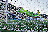 RANCAGUA- CHILE - 14-06-2015: Jose Rendon (Fuera de cuadro.) jugador de Venezuela, anota gol a  David Ospina, portero de Colombia, durante partido Colombia y Venezuela, por la fase de grupos, Grupo C, de la Copa America Chile 2015, en el estadio El Teniente en la Ciudad de Rancagua. / Jose Rendon (Out of Pic) player of Venezuela, scored a goal to David Ospina, goalkeeper of Colombia, during a match between Colombia and Venezuela for the group phase, Group C, of the Copa America Chile 2015, in the El Teniente stadium in Rancagua city. Photos: VizzorImage /  Photosport / Marcelo Hernandez / Cont.