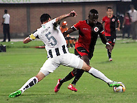 CUCUTA -COLOMBIA, 21-11-2015: Oscar A. Caicedo (Der.) jugador del Cucuta Deportivo disputa el balón con Francisco Najera (Izq.) jugador de Atlético Nacional durante partido por la fecha 20 de la Liga Aguila II 2015 disputado en el estadio General Santander de la ciudad de Cúcuta./ Oscar A. Caicedo (L) player of Cucuta Deportivo fights for the ball with Francisco Najera (R) player of Atletico Nacional during match for the date 20 of the Aguila League II 2015 played at General Santander stadium in Cucuta city. Photo: VizzorImage / Manuel Hernandez /