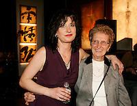 March 13, 2006 , Montreal (Qc) CANADA<br /> Terez Montcalm et sa mere<br /> Photo : (c) 2006 Pierre Roussel - Images Distribution