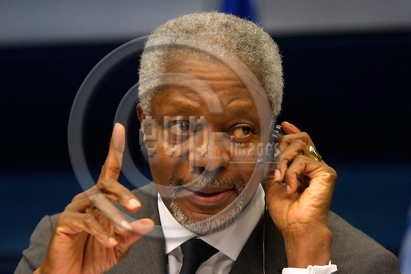 BRUSSELS - BELGIUM - FEB. 17 2003 --UN Secretary-General Kofi Annan addresses the press pointing his finger after meeting with the heads of state at the EU Summit.  PHOTO: EUP-IMAGES.COM / ERIK LUNTANG