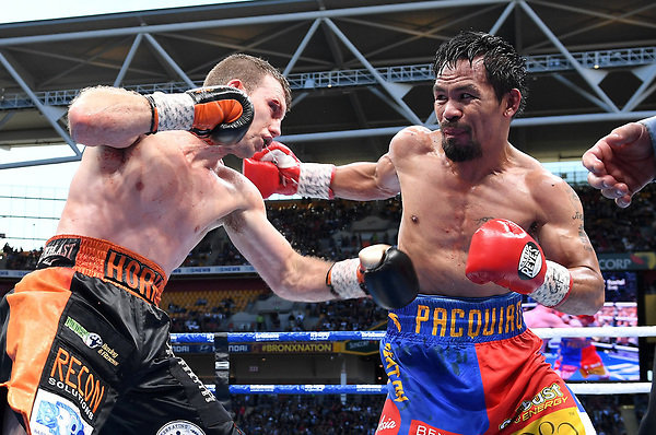BRIS. Brisbane (Australia), 02/07/2017.- Jeff Horn of Australia (L) and Manny Pacquiao of the Philippines (R) in action during their WBO World Welterweight title boxing match at Suncorp Stadium in Brisbane, Queensland, Australia, 02 July 2017. (Filipinas) EFE/EPA/DAVE HUNT AUSTRALIA AND NEW ZEALAND OUT EDITORIAL USE ONLY