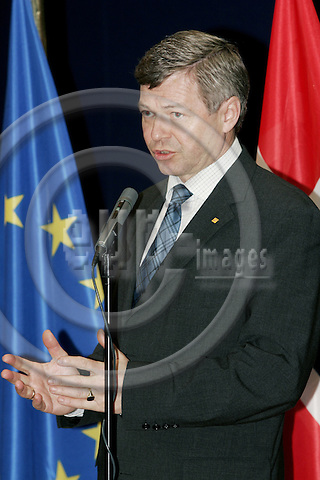 BRUSSELS - BELGIUM - 08 FEBRUARY 2005 -- Kjell Magne BONDEVIK (R), the Prime Minister of Norway speaking to the press conference after his meeting with Javier SOLANA, EU High Representative for the Common Foreign and Security Policy (CFSP).  -- PHOTO: JUHA ROININEN / EUP-IMAGES