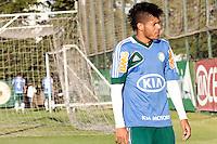 SÃO PAULO, 13 DE MAIO 2013 - TREINO PALMEIRAS -  O jogador Leandro  do Palmeiras durante treino na Academia de Futebol, na tarde desta segunda-feira(13) - FOTO: LOLA OLIVEIRA/BRAZIL PHOTO PRESS