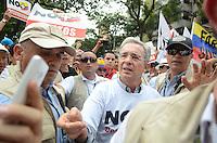 MEDELLÍN - COLOMBIA, 06-08-2015. Alvaro Uribe Velez político colombiano lideró, hoy 2 de abril de 21016, la marcha que él mismo convocó en contra del proceso de paz del gobierno de Colombia y la guerrilla de Izquierda de las FARC y así mismo por la corrupción y los malos manejos del gobierno. /  Alvaro Uribe Velez,politician of Colombia leads, today April 2 2016, the march that himself convenes against the peace process of the Colombian Governement and the left Guerrillas of Farc and likewise for the corruption and bad manage of the government. Photo: VizzorImage/ León Monsalve /STR
