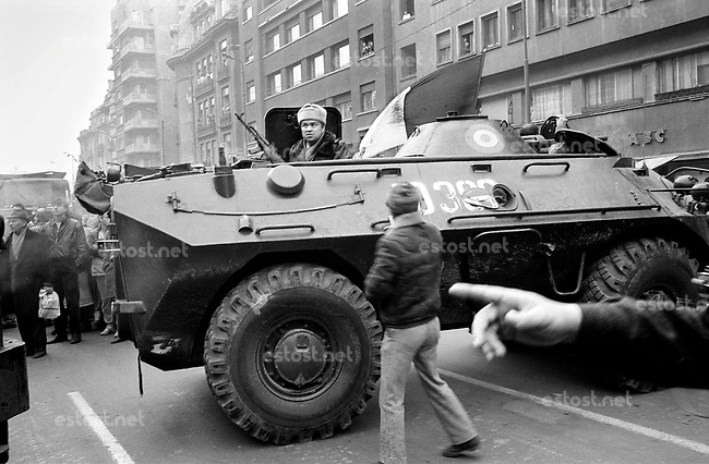 ROMANIA, Bd. Magheru, Bucharest, 24.12.1989.After Ceausescu's fall the army tries to hunt down Securitate snipers, the so called terrorists..© Andrei Pandele / EST&OST