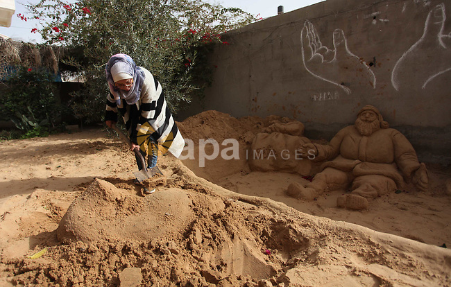 A Palestinian artist Rana el-Ramlawi, 23, creates a sand sculpture at her house Gaza city, on January 6, 2019. Photo by Mahmoud Ajjour