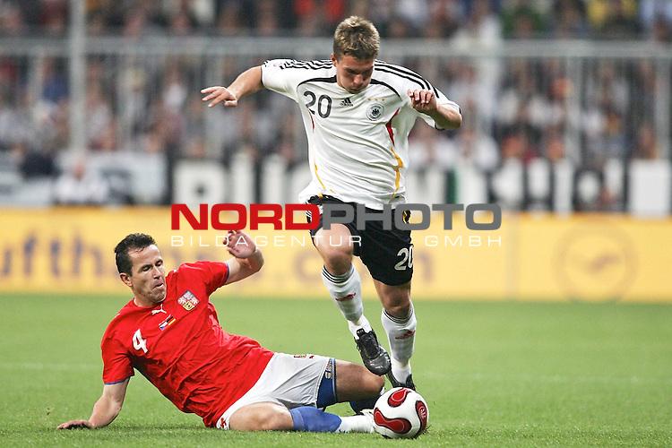 Qualifikation EM 2007 Gruppe: D - Deutschland (GER) vs. Tschechien (CZ). <br /> <br /> Lukas Podolski (Deutschland #20) gegen Tomas Galasek (Tschechien #4).<br /> <br /> <br /> Foto &copy; nph (  nordphoto  )<br /> <br /> <br /> <br />  *** Local Caption ***
