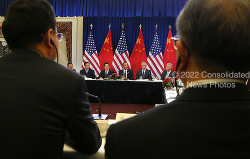 United States President Barack Obama (2nd R) and President Hu Jintao of China (2nd L) meet with U.S. and Chinese business leaders and CEOs at the Eisenhower Executive Office Building, Wednesday, January 19, 2011 in Washington, DC. Obama and Hu met in the Oval Office earlier in the day and will attend a State dinner this evening.  .Credit: Alex Wong / Pool via CNP