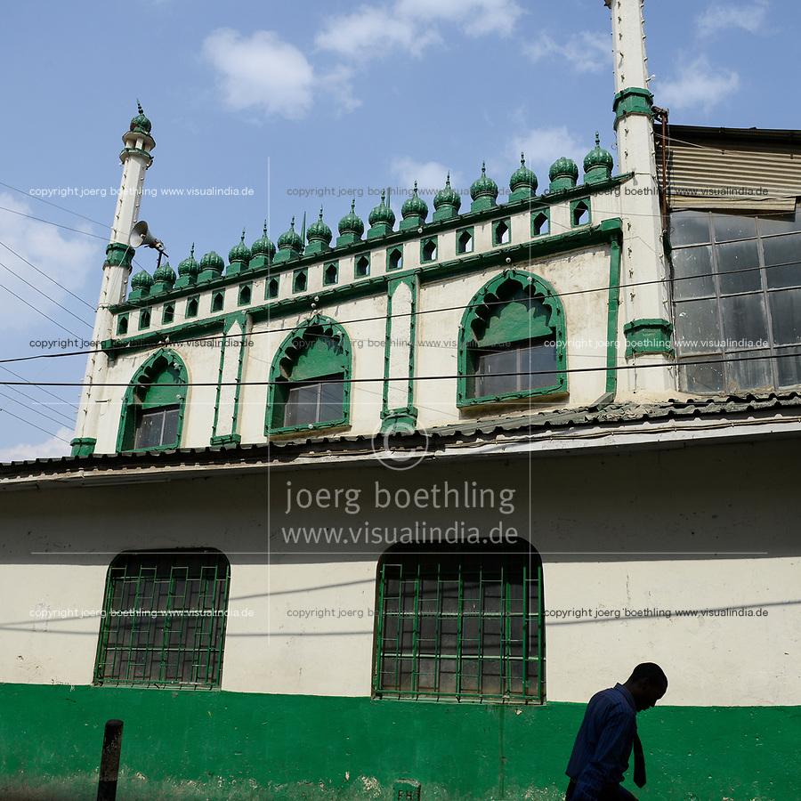 KENYA, Nairobi, refugees from Somalia in suburban Eastleigh also called Little Mogadishu due to major Somali population, mosque / KENIA, Nairobi, Stadtteil East-Leigh der durch seinen hohen Anteil an somalischen Fluechtlingen auch Klein Mogadishu genannt wird, Moschee