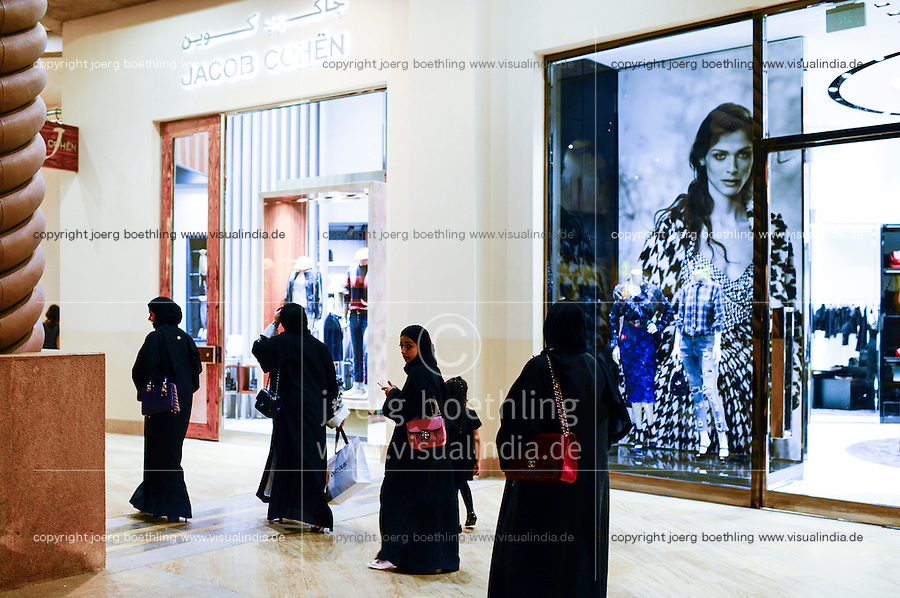QATAR, Doha, luxury appartment space The Pearl, expensive boutiques with designer goods/ KATAR, Doha, Luxus Appartmentsiedlung The Pearl, teuere Luxus Boutiquen