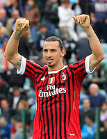 "Calcio, Serie A: Siena-Milan. Siena, stadio ""Artemio Franchi"" , 29 aprile 2012..Football, Italian serie A: Siena vs AC Milan. Siena's ""Artemio Franchi"" stadium, 29 april 2012..AC Milan forward Zlatan Ibrahimovic, of Sweden, greets fans at the end of the match. AC Milan won 4-1..UPDATE IMAGES PRESS/Riccardo De Luca"