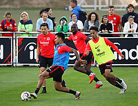 Allen Rodrigues de Souza (Eintracht Frankfurt) gegen Nikolai Müller (Eintracht Frankfurt), Deji Beyreuther (Eintracht Frankfurt), Jetro Willems (Eintracht Frankfurt) - 10.10.2018: Eintracht Frankfurt Training, Commerzbank Arena, DISCLAIMER: DFL regulations prohibit any use of photographs as image sequences and/or quasi-video.