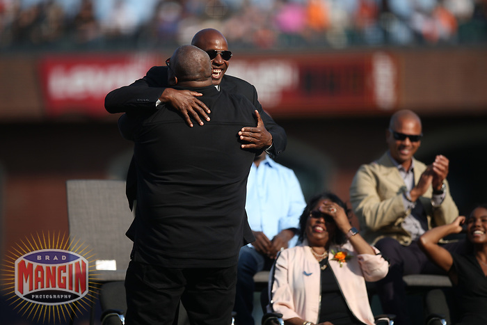 SAN FRANCISCO, CA - AUGUST 11:  Former San Francisco Giants player Barry Bonds hugs Bobby Bonilla during the ceremony to retire his #25 jersey before the game between the Pittsburgh Pirates and San Francisco Giants at AT&T Park on Saturday, August 11, 2018 in San Francisco, California. (Photo by Brad Mangin)