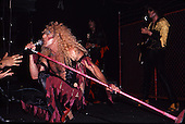 TWISTED SISTER (1982)