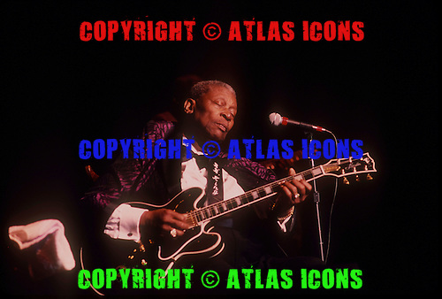 BB KING, LIVE, 1999, NEIL ZLOZOWER,