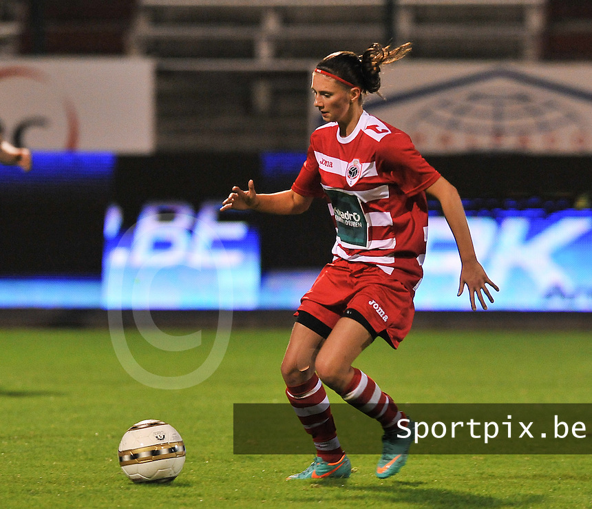 20131018 - ANTWERP , BELGIUM :  Antwerp Lizzy Kolen pictured during the female soccer match between Royal Antwerp FC Ladies and Telstar Vrouwen Ijmuiden , of the Eight' matchday in the BENELEAGUE competition. Friday 18 October 2013. PHOTO DAVID CATRY