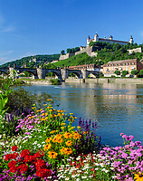Germany, Bavaria, Upper Bavaria, Franconia, Wuerzburg: old Main bridge, fortress Marienberg and  Kaeppele | Deutschland, Bayern, Franken, Würzburg: Alte Mainbrücke, Festung Marienberg and Käppele