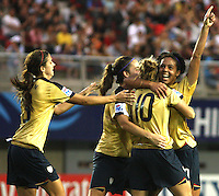 Chill·n, Chile: american's Sydney Leroux soccer players celebrate a goal against England's team during the quarters-finals match, of the Fifa U-20 Women¥s World Cup at the Nelson Oyarz˙n stadium in Chill·n, on November 30, 2008. By Grosnia / ISIphotos.com.