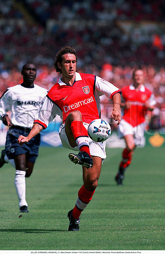 GILLES GRIMANDI, ARSENAL 2 v Manchester United 1 FA Charity Shield 990801, Wembley Photo:Matthew Clarke/Action Plus...1999.Premier League.Soccer.Dreamcast.Pass.football.premiership premier league.club clubs