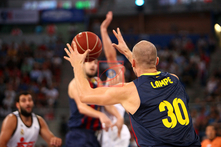 XI Supercopa ENDESA-Final.<br /> R. Madrid vs FC Barcelona: 99-78.<br /> Maciej Lampe.