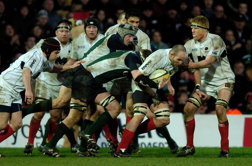 Photo: Richard Lane..Saracens v London Irish. Powergen Cup. 23/01/2005..Kris Chesney attacks.