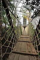 Riesentropenhalle Gondwanaland im Leipziger Zoo kurz vor der Eröffnung, auf über 16.000 qm werden exotische Tiere und Pflanzen von verschiedenen Erdteilen gezeigt - in der Tropenerlebniswelt gibt es neben einer Höhle für nachtaktive Tiere noch eine Bootsfahrt durch den Regenwald und einen Baumwipfelpfad als Attraktionen - im Bild: Blick in die grüne Vielfalt - Hängebrücke . Foto: aif / Norman Rembarz..Jegliche kommerzielle wie redaktionelle Nutzung ist honorar- und mehrwertsteuerpflichtig! Persönlichkeitsrechte sind zu wahren. Es wird keine Haftung übernommen bei Verletzung von Rechten Dritter. Autoren-Nennung gem. §13 UrhGes. wird verlangt. Weitergabe an Dritte nur nach  vorheriger Absprache. Online-Nutzung ist separat kostenpflichtig..