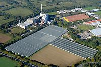4415 / MVA Stapelfel: EUROPA, DEUTSCHLAND, SCHLESWIG-HOLSTEIN, (EUROPE, GERMANY), 17.10.2005: <br />Die BKB Stapelfeld GmbH ist ein wichtiger Baustein der Abfallentsorgung in Hamburg und im Sued-Osten von Schleswig-Holstein. Gegruendet wurde die Anlage 1973 von den Kreisen Stormarn und Herzogtum Lauenburg sowie der Freien und Hansestadt Hamburg als Muellverbrennungsanlage Stapelfeld GmbH.<br />Errichtet wurde die Anlage mit einer Kapazitaet von 260.000 t/a in den Jahren 1977/78; 1979 ging sie in Betrieb. Im Jahr 1997 wurde die Kapazitaet der Anlage durch Umbau auf 350.000 t/a erhoeht. <br />Mittlerweile bietet die Verbrennungsanlage für 950.000 Einwohner Entsorgungssicherheit. <br />Seit 2003 gehoert die Muellverbrennungsanlage Stapelfeld GmbH als BKB Stapelfeld zum Anlagenverbund der BKB Aktiengesellschaft. <br />E.ON Hanse nutzt die Abwaerme aus der Muellverbrennungsanlage Stapelfeld und speist sie in ein Verbundnetz ein. Durch die thermische Muellverwertung kann primaer Energie eingespart werden. Es wird zudem weniger Kohlendioxid freigesetzt, da Muell als Brennstoff wenig treibhauswirksame Gase enthaelt. Damit sichern wir die Waermeversorgung von drei Gewerbeparks und 12.000 Wohnungen.