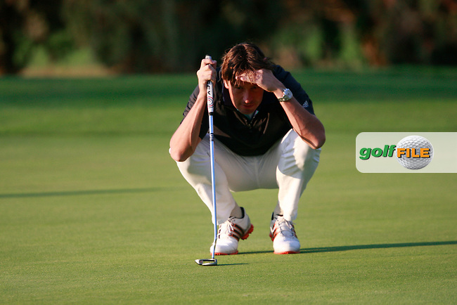 Robert-Jan Derksen (NED) lines up his putt on the 2nd green during Thursday's Round 1 of the Castello Masters at the Club de Campo del Mediterraneo, Castellon, Spain, 20th October 2011 (Photo Eoin Clarke/www.golffile.ie)