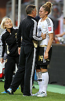 Wolfsburg , 100711 , FIFA / Frauen Weltmeisterschaft 2011 / Womens Worldcup 2011 , Viertelfinale ,  Deutschland (GER) - Japan (JPN) .Kim Kulig (GER) hat sich verletzt und muss aus dem Spiel .Foto:Karina Hessland .