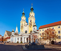 Italien, Suedtirol (Trentino-Alto Adige), Eisacktal, Brixen: Domplatz mit Dom zu Brixen | Italy, South Tyrol (Trentino-Alto Adige), Bressanone: Piazza Duomo square with Brixen Cathedral