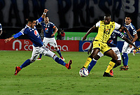 BOGOTA - COLOMBIA - 22 – 03 - 2018: Santiago Montoya (Izq.) jugador de Millonarios disputa el balón con Maicol Balanta (Der.) jugador de Alianza Petrolera, durante partido aplazado de la fecha 8 entre Millonarios y Alianza Petrolera, por la Liga Aguila I 2018, jugado en el estadio Nemesio Camacho El Campin de la ciudad de Bogota. / Santiago Montoya (L) player of Millonarios vies for the ball with Maicol Balanta (R) player of Alianza Petrolera, during a posponed match of the 8th date between Millonarios and Alianza Petrolera, for the Liga Aguila I 2018 played at the Nemesio Camacho El Campin Stadium in Bogota city, Photo: VizzorImage / Luis Ramirez / Staff.