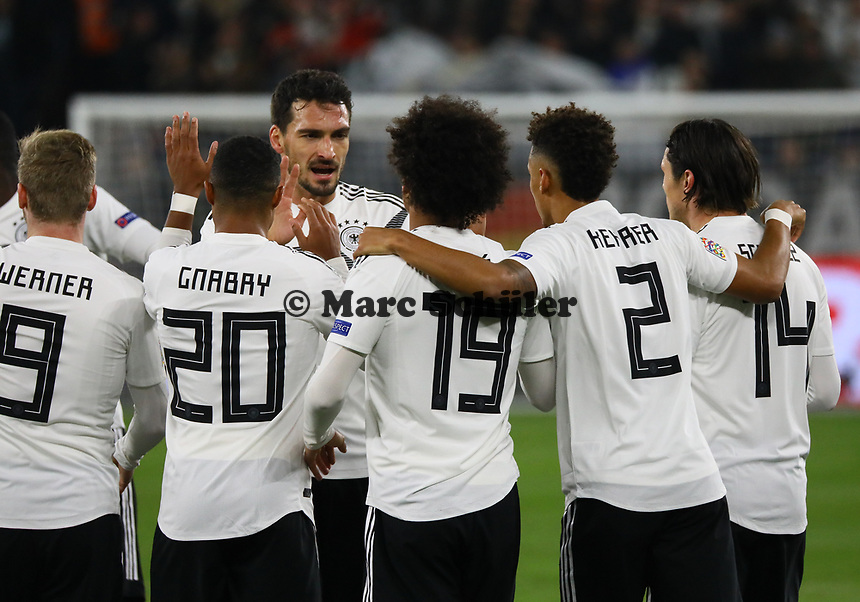 celebrate the goal, Torjubel zum 2:0 um Leroy Sane (Deutschland Germany) - 19.11.2018: Deutschland vs. Niederlande, 6. Spieltag UEFA Nations League Gruppe A, DISCLAIMER: DFB regulations prohibit any use of photographs as image sequences and/or quasi-video.