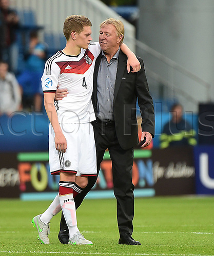 27.06.2015. Andruv Stadium, Olomouc, Czech Republic. U21 European championships, semi-final. Portugal versus Germany.  Matthias Ginter (Germany), Trainer Horst Hrubesch (Germany)  frustrated after the game which they lost 5-0