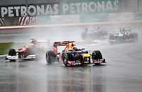 SEPANG, MALASIA, 25 DE MARCO 2012 - F1 - GP MALASIA - <br /> O piloto alemao Sebastian Vetel (a frente) da equipe Red Bull e o Espanhol Fernando Alonso da equipe Ferrari, durante o GP da Malásia, no circuito de Kuala Lumpur, em Sepang, neste domingo, 26. (FOTO: THOMAZ MELZER / PIXATHLON /  BRAZIL PHOTO PRESS).