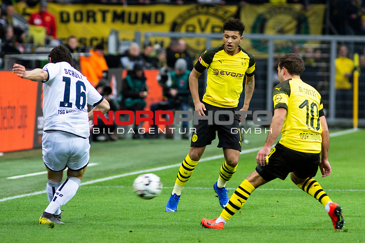 09.02.2019, Signal Iduna Park, Dortmund, GER, 1.FBL, Borussia Dortmund vs TSG 1899 Hoffenheim, DFL REGULATIONS PROHIBIT ANY USE OF PHOTOGRAPHS AS IMAGE SEQUENCES AND/OR QUASI-VIDEO<br /> <br /> im Bild | picture shows:<br /> Nico Schulz (Hoffenheim #16) setzt sich gegen Jadon Sancho (Borussia Dortmund #7) durch,  <br /> <br /> Foto &copy; nordphoto / Rauch