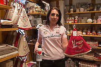 Europe/France/Rhone-Alpes/73/Savoie/Courchevel: Boutique de souvenirs de Courchevel: Igloo [Non destiné à un usage publicitaire - Not intended for an advertising use]
