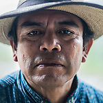 24 noviembre 2014. <br /> Rodrigo Chub auteridad ancestral maya. <br /> La llegada de algunas compa&ntilde;&iacute;as extranjeras a Am&eacute;rica Latina ha provocado abusos a los derechos de las poblaciones ind&iacute;genas y represi&oacute;n a su defensa del medio ambiente. En Santa Cruz de Barillas, Guatemala, el proyecto de la hidroel&eacute;ctrica espa&ntilde;ola Ecoener ha desatado cr&iacute;menes, violentos disturbios, la declaraci&oacute;n del estado de sitio por parte del ej&eacute;rcito y la encarcelaci&oacute;n de una decena de activistas contrarios a los planes de la empresa. Un grupo de ind&iacute;genas mayas, en su mayor&iacute;a mujeres, mantiene cortado un camino y ha instalado un campamento de resistencia para que las m&aacute;quinas de la empresa no puedan entrar a trabajar. La persecuci&oacute;n ha provocado adem&aacute;s que algunos ecologistas, con &oacute;rdenes de busca y captura, hayan tenido que esconderse durante meses en la selva guatemalteca.<br /> <br /> En Cob&aacute;n, tambi&eacute;n en Guatemala, la hidroel&eacute;ctrica Renace se ha instalado con amenazas a la poblaci&oacute;n y falsas promesas de desarrollo para la zona. Como en Santa Cruz de Barillas, el proyecto ha dividido y provocado enfrentamientos entre la poblaci&oacute;n. La empresa ha cortado el acceso al r&iacute;o para miles de personas y no ha respetado la estrecha relaci&oacute;n de los ind&iacute;genas mayas con la naturaleza. &copy;Calamar2/ Pedro ARMESTRE<br /> <br /> The arrival of some foreign companies to Latin America has provoked abuses of the rights of indigenous peoples and repression of their defense of the environment. In Santa Cruz de Barillas, Guatemala, the project of the Spanish hydroelectric Ecoener has caused murders, violent riots, the declaration of a state of siege by the army and the imprisonment of a dozen activists opposed to the project . <br /> A group of Mayan Indians, mostly women, has cut a path and has installed a resistance camp to prevent