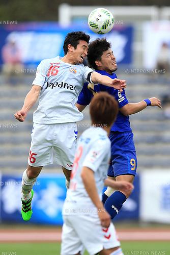(L-R) Hiroto Tanaka (V Varen), Koji Suzuki (Zelvia), APRIL 23, 2016 - Football /Soccer : 2016 J2 League match between FC Machida Zelvia 1-0 V.Varen Nagasaki at Machida Stadium, Tokyo, Japan.  (Photo by AFLO SPORT)