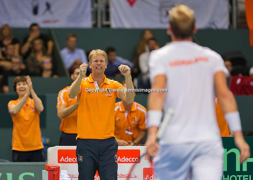Switserland, Genève, September 18, 2015, Tennis,   Davis Cup, Switserland-Netherlands, Captain Jan Siemerink reacts onThiemo de Bakker (NED)<br /> Photo: Tennisimages/Henk Koster