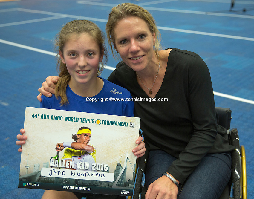 Rotterdam, Netherlands, December 14, 2016, Topsportcentrum, Ballkids selection day for ABNAMROWTT 2017,  Esther Vergeer gives the winners a certificat<br /> Photo: Tennisimages/Henk Koster
