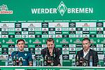 02.11.2018, Weserstadion, Bremen, GER, 1.FBL, PK SV Werder Bremen<br /> <br /> im Bild <br /> Übersicht, Max Kruse (Werder Bremen #10), Florian Kohfeldt (Trainer SV Werder Bremen), Frank Baumann (Geschäftsführer Fußball Werder Bremen), <br /> bei PK / Pressekonferenz vor dem Auswärtsspiel bei 1. FSV Mainz 05, <br /> <br /> Foto © nordphoto / Ewert