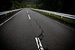 Katsurao, May 30 2011 - .(eng) A crack in the pavement of the road 399, crossing the new evacuation zone from north to south..(fr) Un stigmat du séisme du 11 mars sur la route nationale 399, traversant la nouvelle zone à évacuer du nord au sud.