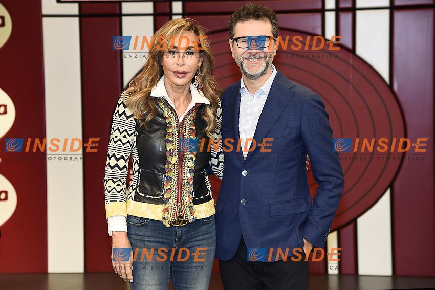 Milano 24/10/2016 - photocall trasmissione Tv ' Rischiatutto' / foto Daniele Buffa/Image/Insidefoto  <br /> nella foto: Fabio Fazio-Daniela Zuccoli