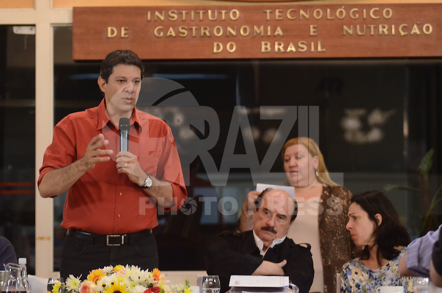 ATENCAO EDITOR: FOTO EMBARGADA PARA VEICULOS INTERNACIONAIS. SAO PAULO, 20 DE OUTUBRO DE 2012 - ELEICOES 2012 HADDAD - Candidato Fernando Haddad durante cafe da manha co empresarios do ramo gastronomico e turistico da regiao central de Sao Paulo, no predio do Instituto Tecnologico de Gastronomia e nutricao do Brasil, na manha deste sabado, 20, no Arouche, centro da capital. FOTO: ALEXANDRE MOREIRA - BRAZIL PHOTO PRESS