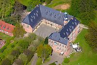 Schloss zu Reinbek: EUROPA, DEUTSCHLAND, SCHLESWIG- HOLSTEIN, REINBEK, (GERMANY), 11.05.2017: Das Schloss zu Reinbek wurde von 1572 – 1576 von Herzog Adolf I. von Schleswig-Holstein-Gottorf im Stil der niederländischen Renaissance als repräsentativer Bau in unmittelbarer Nachbarschaft zu den Hansestädten Hamburg, Lübeck und Lüneburg erbaut. 1647 – 1874 war es Sitz der herzoglichen bzw. königlich dänischen Amtmänner und des preußischen Landrates. Ende des 19. Jahrhunderts wurde es verkauft und unterschiedlich genutzt.