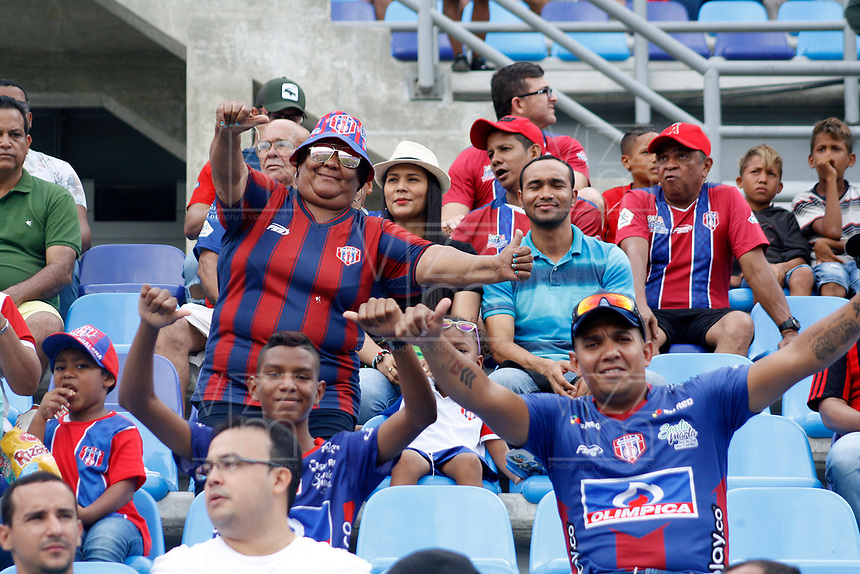 SANTA MARTA - COLOMBIA, 18-05-2019: Hinchas de Unión animan a su equipo durante el partido por la fecha 3, cuadrangulares semifinales, de la Liga Águila I 2019 entre Unión Magdalena y América de Cali jugado en el estadio Sierra Nevada de la ciudad de Santa Marta. / Fans of Union cheer for their team during match for the date 3 of the semifinal quadrangular as part Aguila League I 2019 between Union Magdalena and America de Cali played at Sierra Nevada stadium in Santa Marta city. Photo: VizzorImage / Gustavo Pacheco / Cont