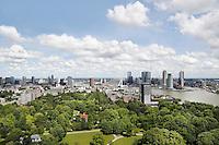 Nederland Rotterdam 2016 . Rotterdam gezien vanaf de Euromast.  Met behulp van PHOTOSHOP zijn enkele vliegtuigstrepen verwijderd.  Foto Berlinda van Dam / Hollandse Hoogte