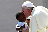 Papa Francesco bacia un bambino al termine dell'udienza generale del mercoledi' in Piazza San Pietro, Citta' del Vaticano, 3 settembre 2014.<br /> Pope Francis kisses a baby at the end of his weekly general audience in St. Peter's Square at the Vatican, 3 September 2014.<br /> UPDATE IMAGES PRESS/Isabella Bonotto<br /> <br /> STRICTLY ONLY FOR EDITORIAL USE