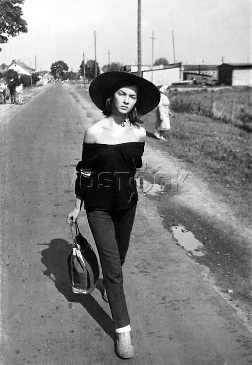 Polish film star Barbara Brylska, 1960 / Барбара Брыльска в юности. 08.1960. <br /> Личный архив Б.Брыльской